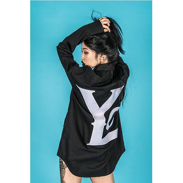 [YOLO KOREA] [위키미키 최유정 착용] 빅로고 투웨이 집업 셔츠 블랙