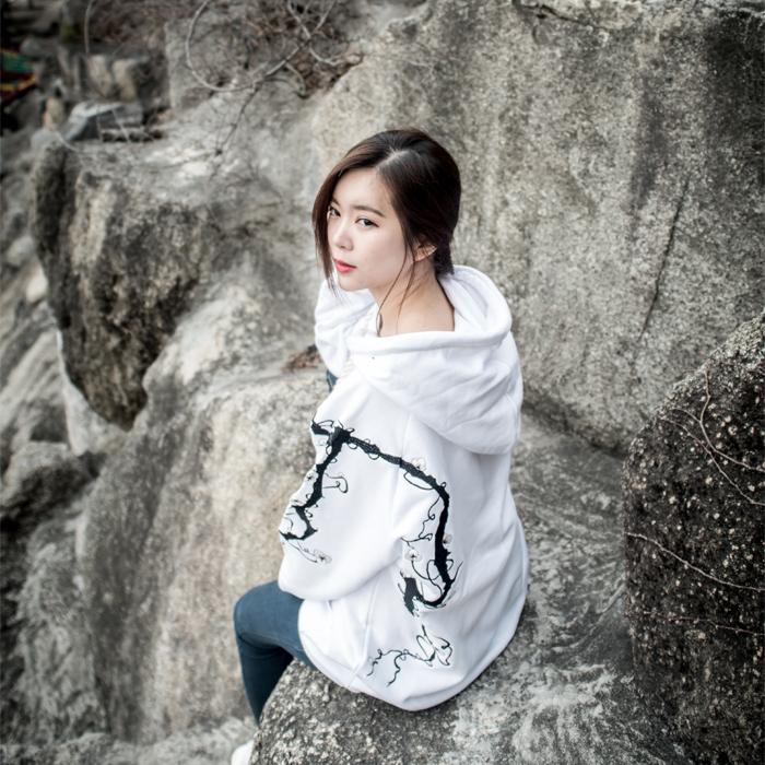 {C} (S/S) AsiHa 벚꽃자수 후드티 Ver.2 White
