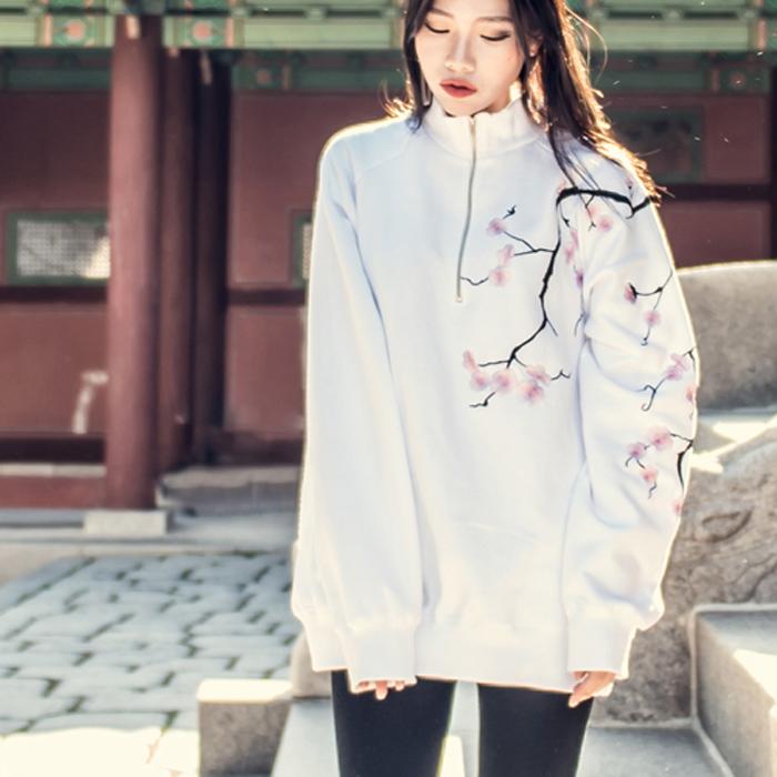 {C} (F/W) AsiHa 기모 벚꽃자수 반집업 맨투맨 White