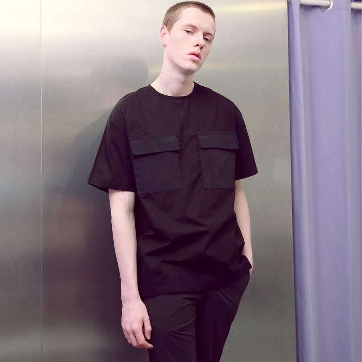 UNISEX TWO POCKET ZIPPER T-SHIRTS BLACK