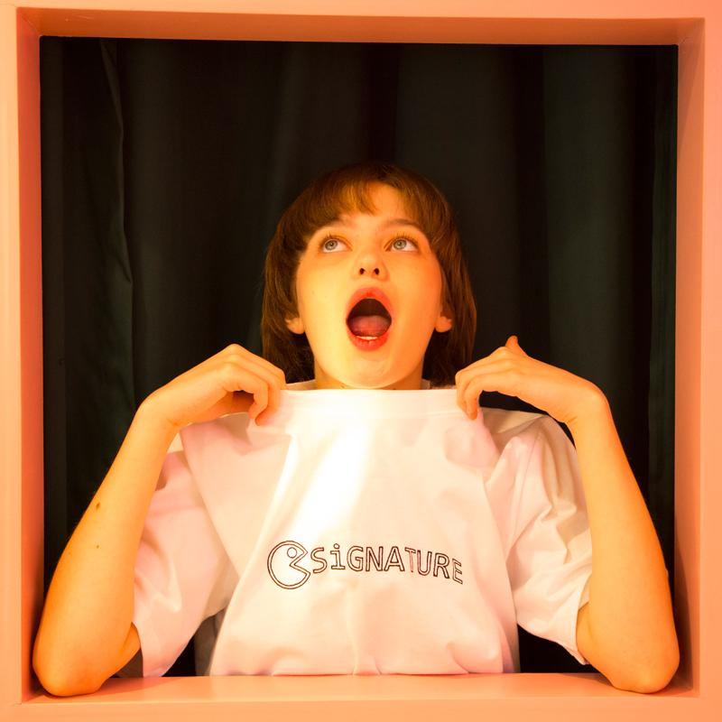 유니섹스 시그니처 자수로고 티셔츠 [화이트] (16수)