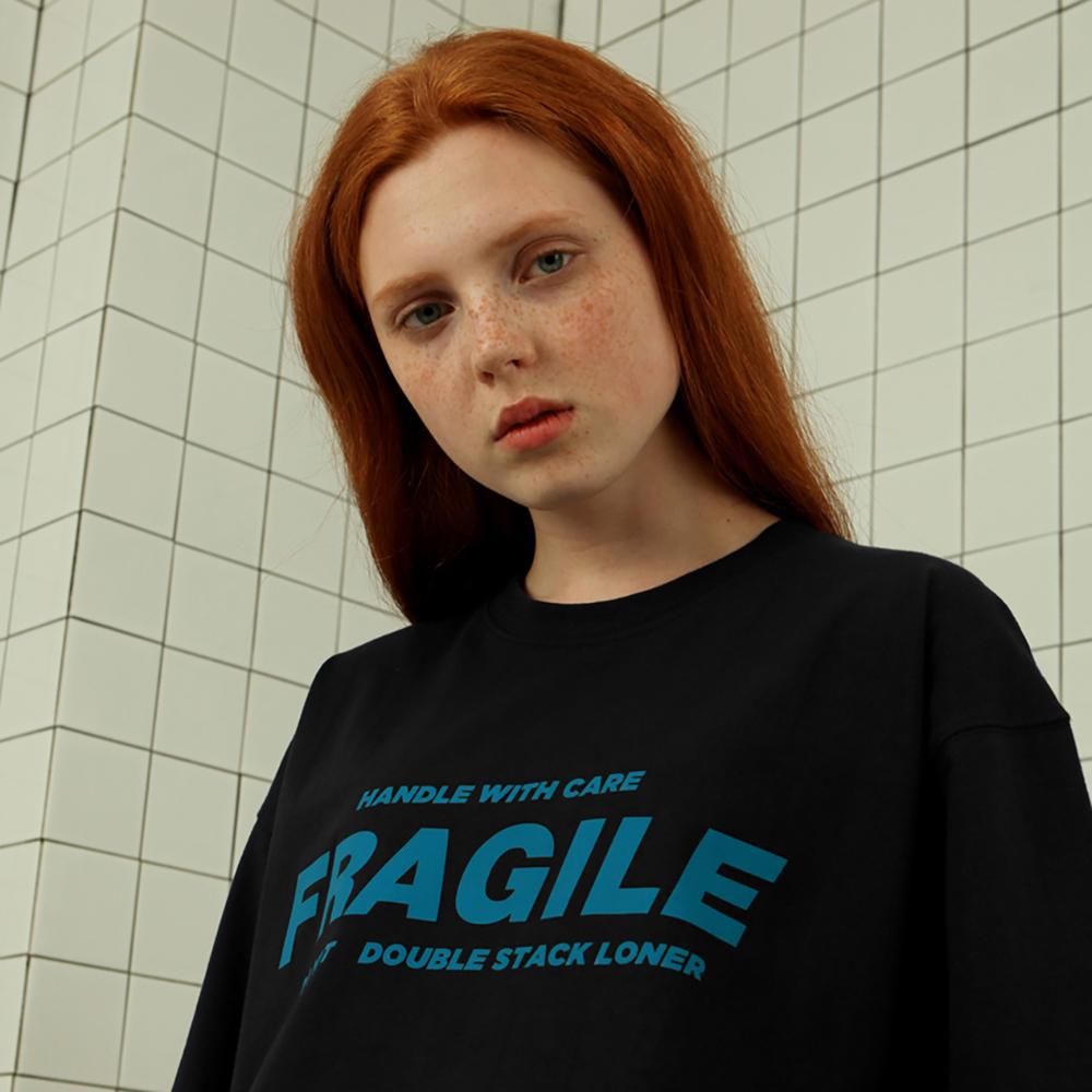 [로너] Fragile tshirt-black