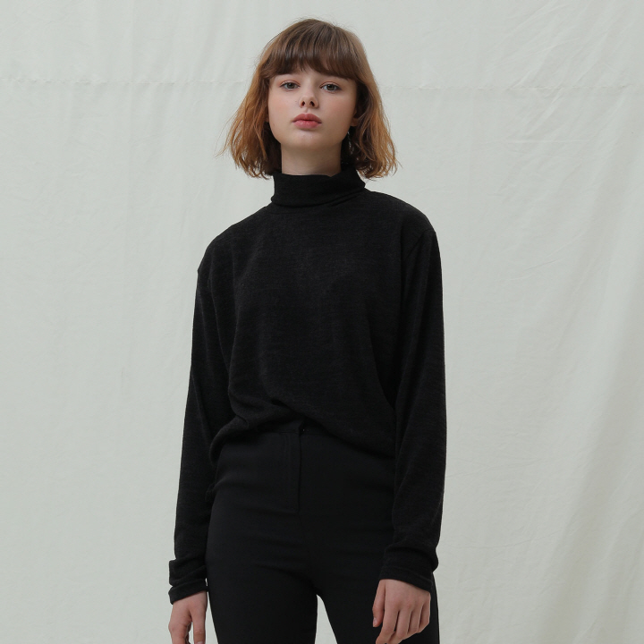 XK4 자수 기획 목폴라 니트 (BLACK)