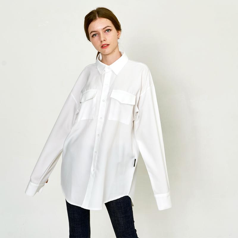 [UNISEX] 오버핏 더블 포켓 베이직 레옹아트워크 셔츠 화이트