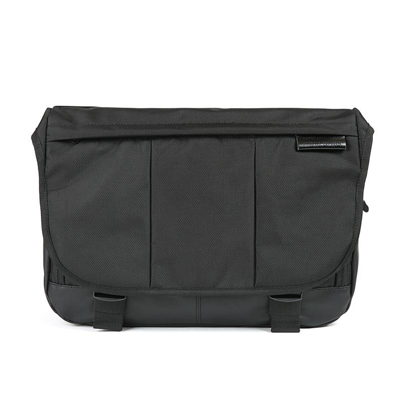 EXPAND MESSENGER BAG / BLACK