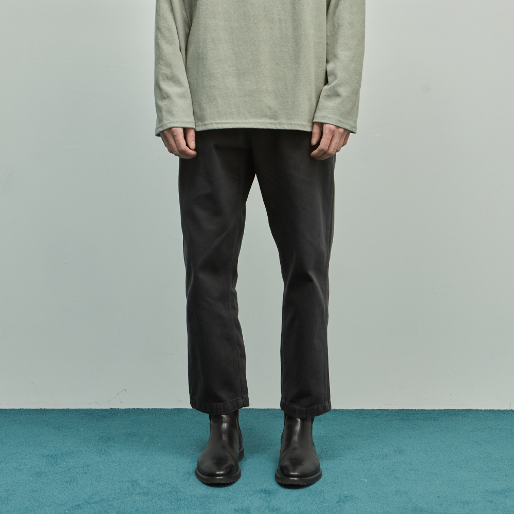 19SS TAPERED ANKLE CHINO PANTS (CHARCOAL)