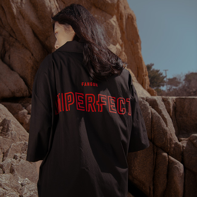 IMPFCT 백 프린트 카라 반팔 셔츠 black