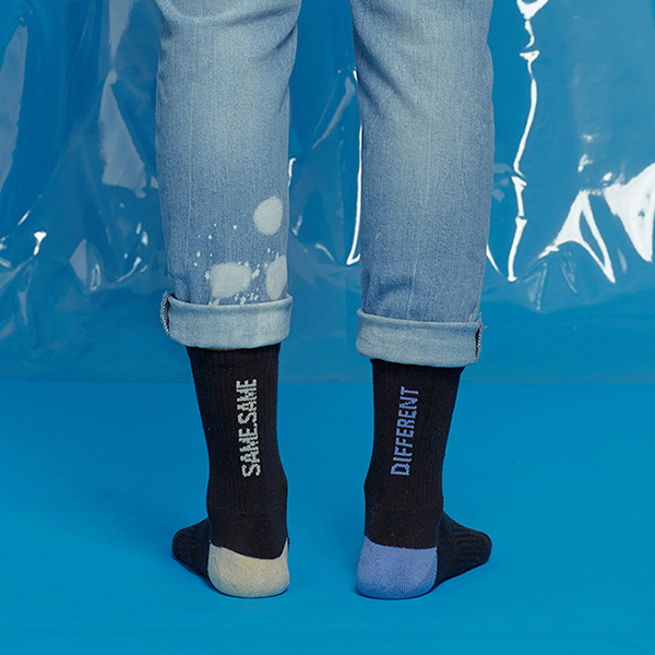 MISMATCH COLOR SOCKS BLKBLU