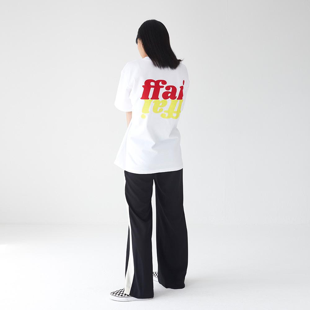 백 로고 티셔츠 화이트