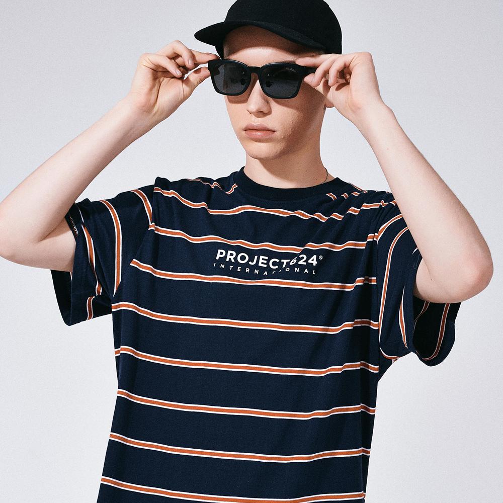 (UNISEX) 인터내셔날 스트라이프 로고 티셔츠 네이비레드