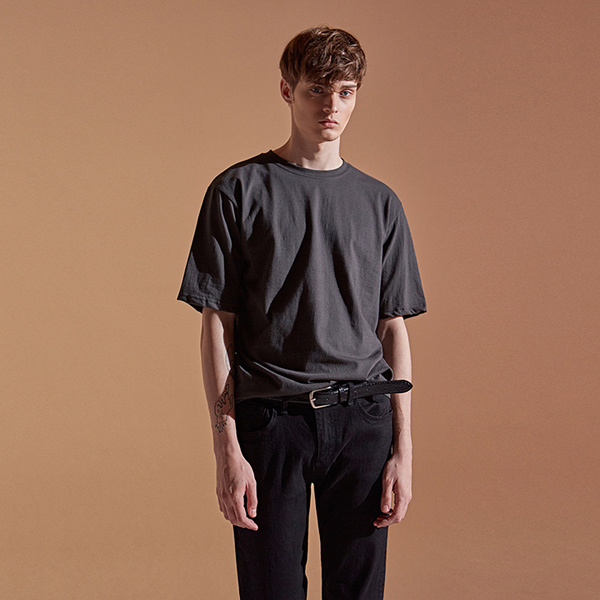 [DEANS] ROUND JUST HALF TEE_CHARCOAL