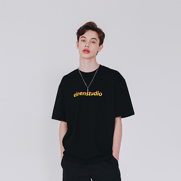 노말 로고 그라데이션 티셔츠 블랙