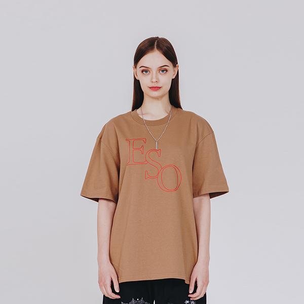 이에스오 로고 티셔츠 브라운