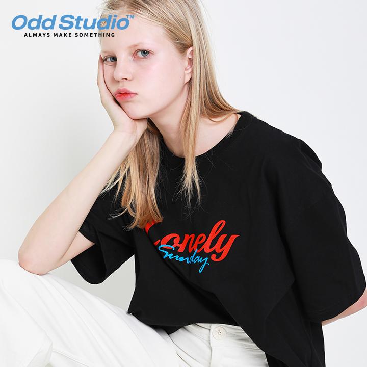 오드스튜디오 론리선데이 티셔츠 - BLACK