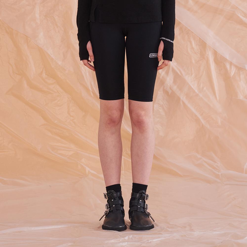 LOGO HALF LEGGINGS (BLACK)