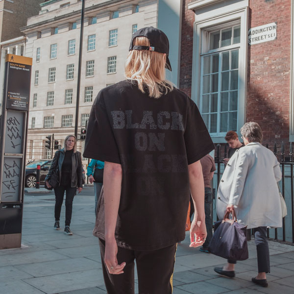 블랙온블랙 오버핏 / 유니섹스 티셔츠 / 반팔티 / 블랙
