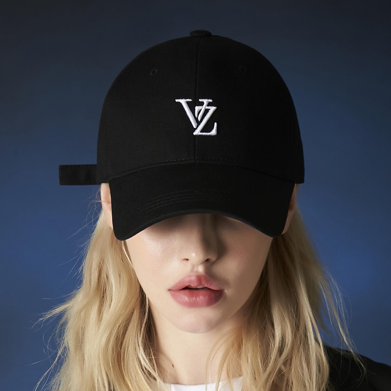 아스트로 문빈 착용 [바잘] 3D 모노그램 로고 오버핏 볼캡 블랙