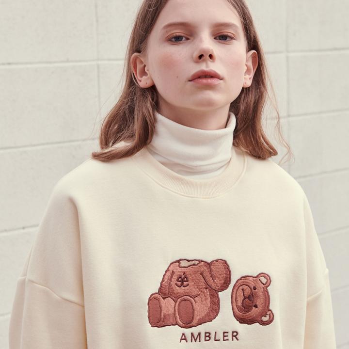 [엠블러]AMBLER 19FW 신상 자수 오버핏 맨투맨 티셔츠 AMM718-아이보리 기모