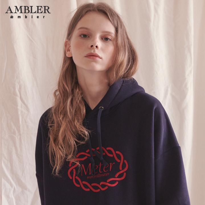[엠블러]AMBLER 신상 자수 오버핏 후드티 AHP602-네이비 기모