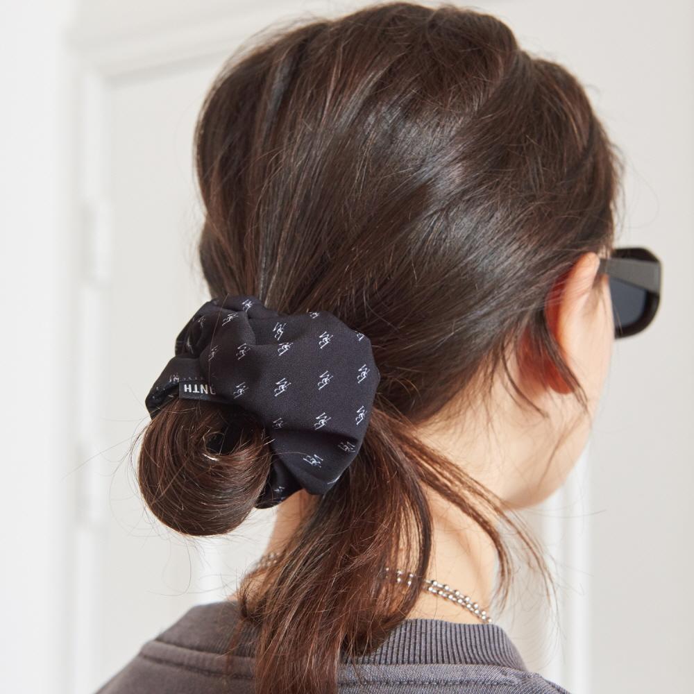 LOGO SHIRRING HAIR BAND (BLACK)