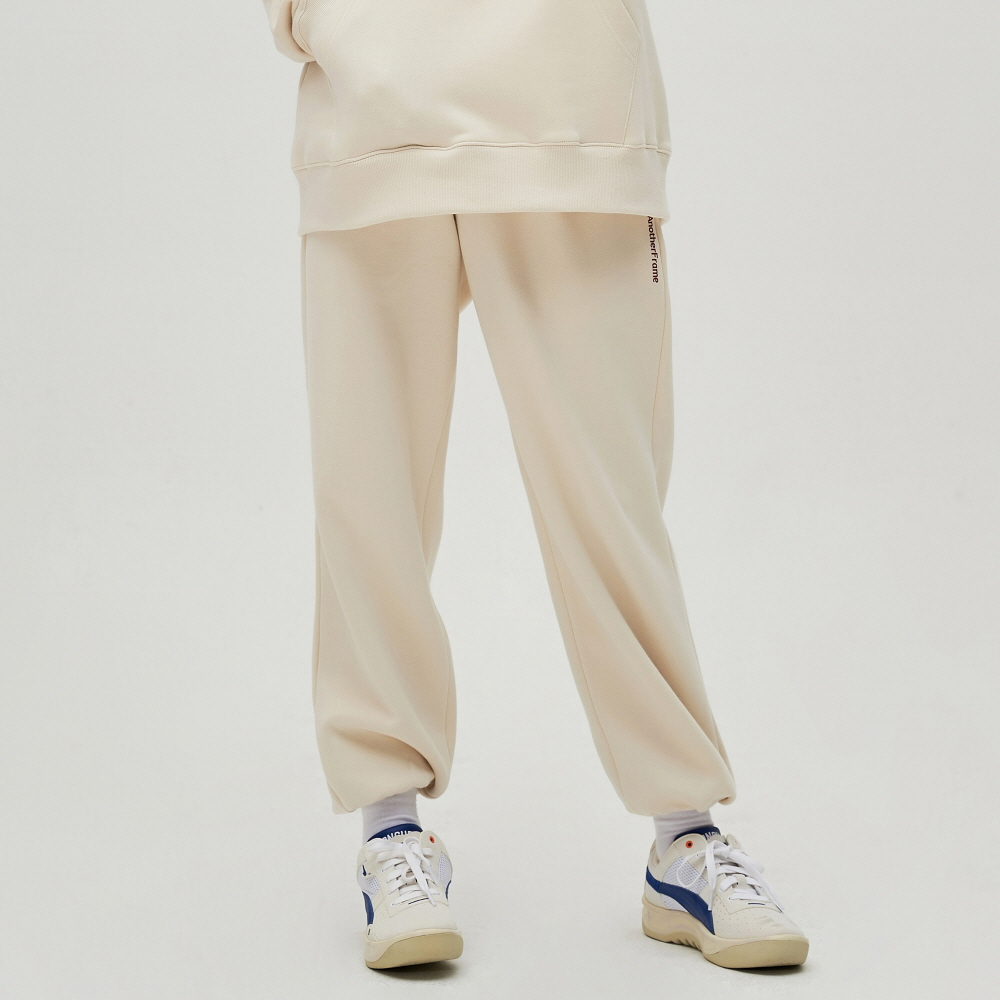 [어나더프레임] COZY SWEAT PANTS (IVORY)