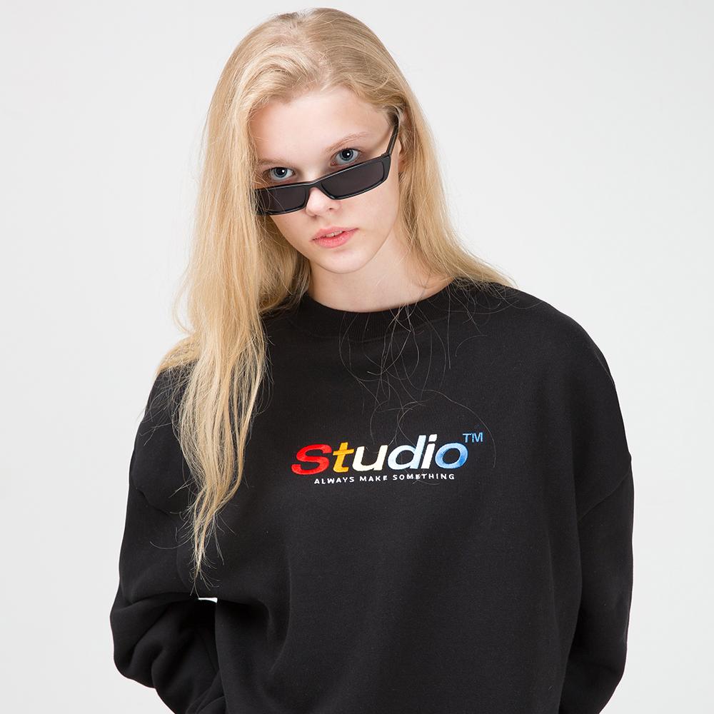 [사은품 증정] 오드스튜디오 컬러풀 자수 맨투맨 티셔츠 - BLACK