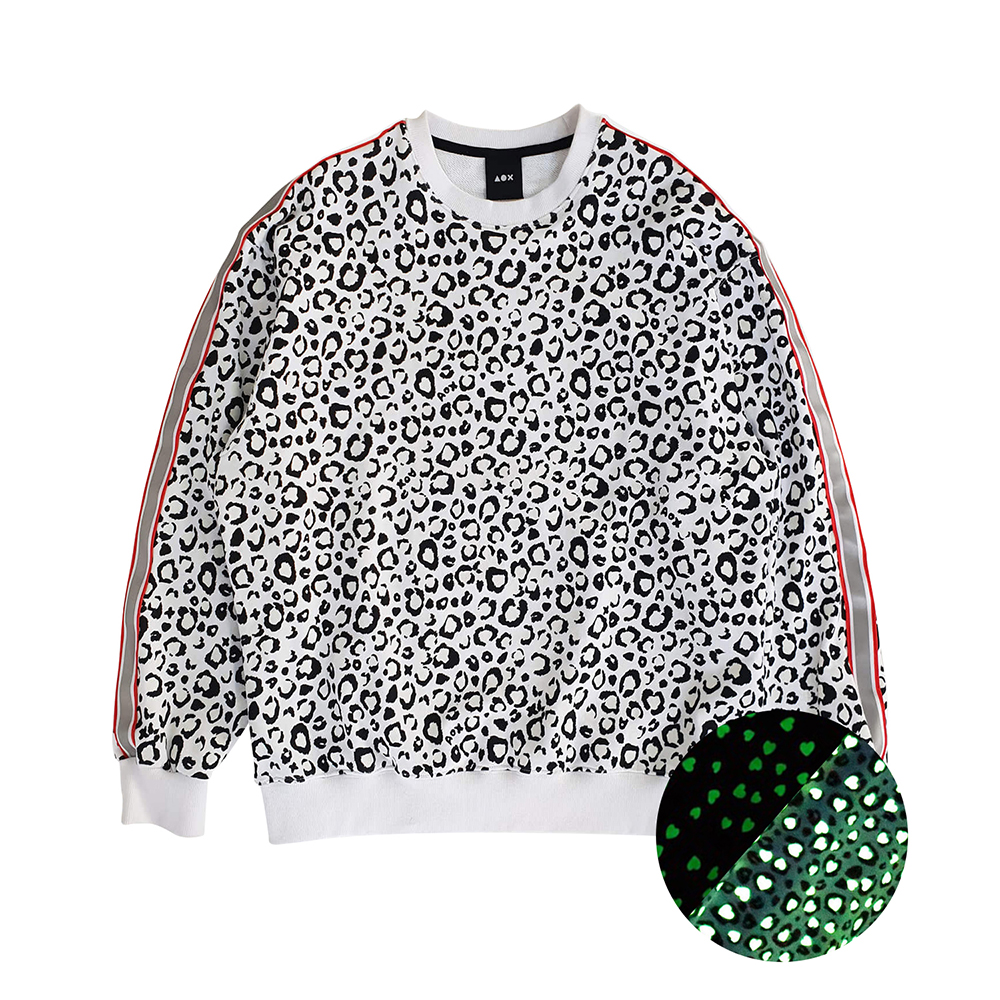 [입점특가][AOX] Leopard heart sweatshirt (White) *reflective tape