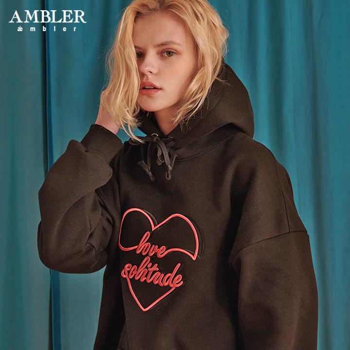 [엠블러]AMBLER 신상 자수 오버핏 후드티 AHP612-블랙 기모