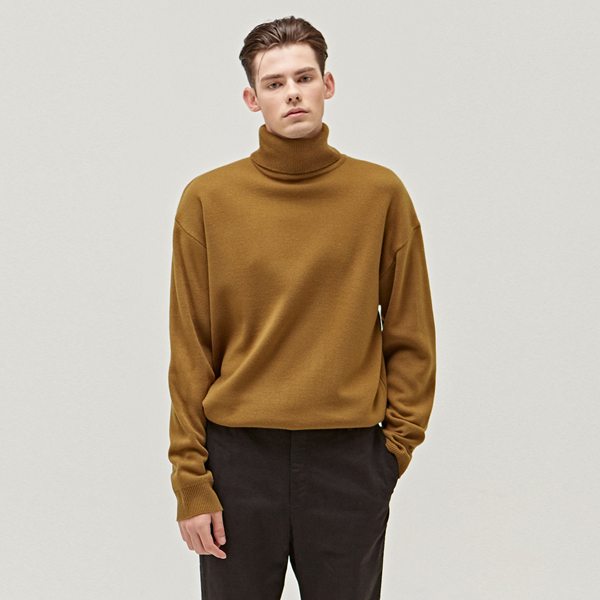 STANDARD WOOL TURTLENECK_OLIVE