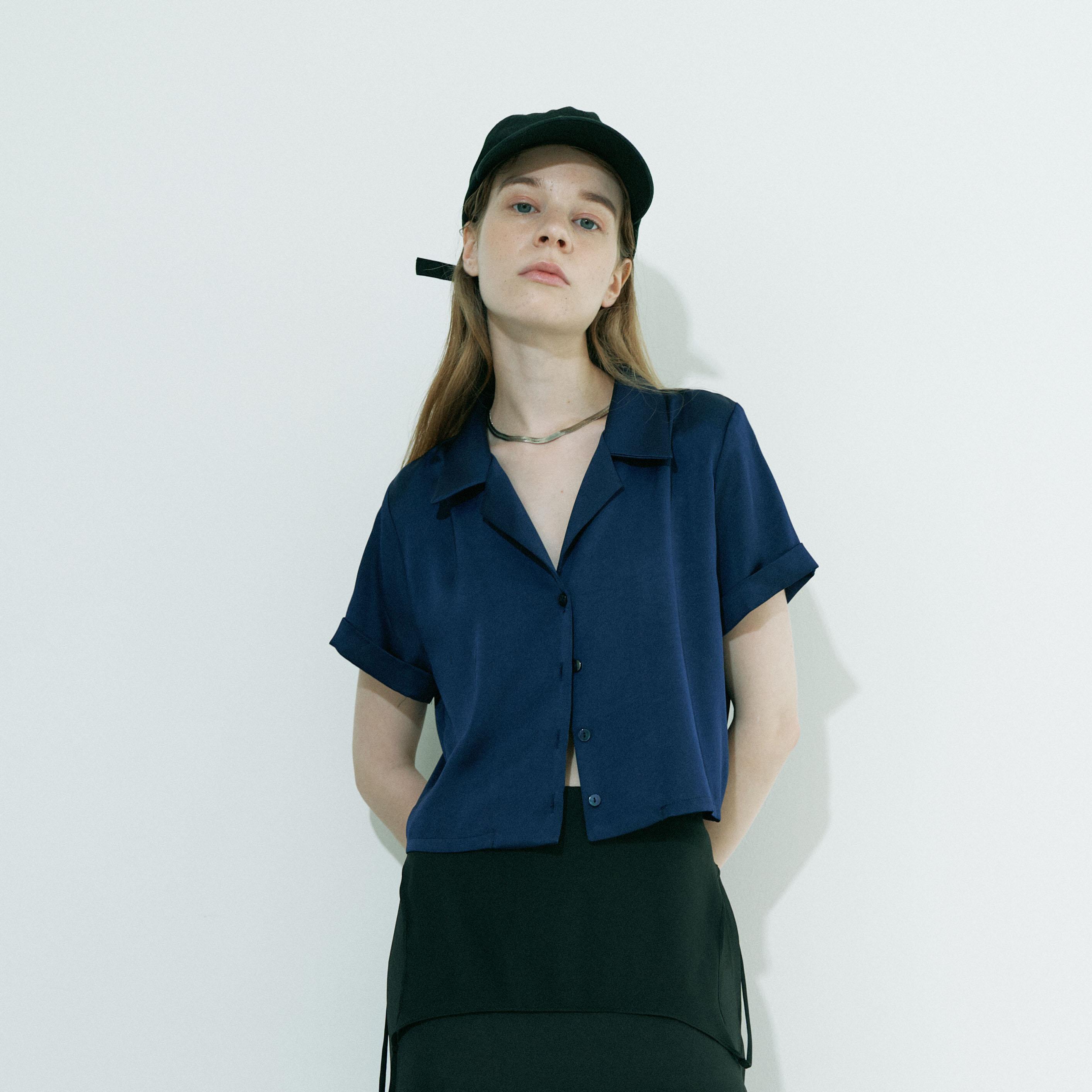 [입점특가]Cropped satin shirt / Navy