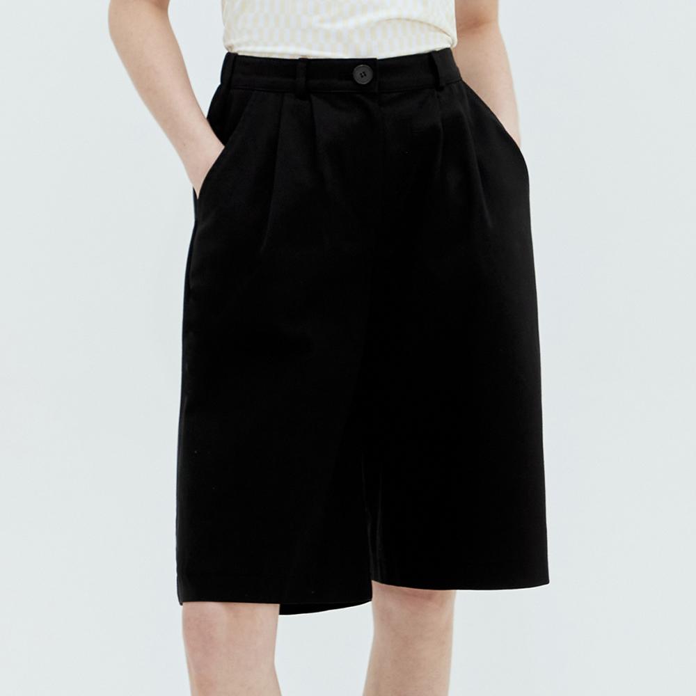 PINTUCK BERMUDA PANTS (BLACK)