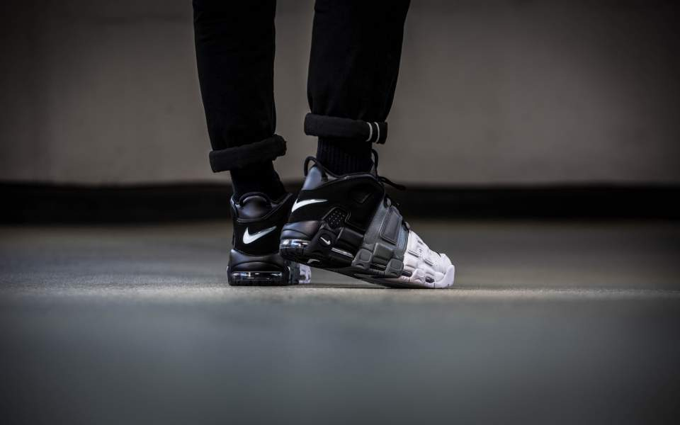 nike-air-more-uptempo-96-black-white-921948-002-mood-3.jpg
