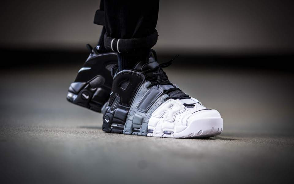 nike-air-more-uptempo-96-black-white-921948-002-mood-2.jpg